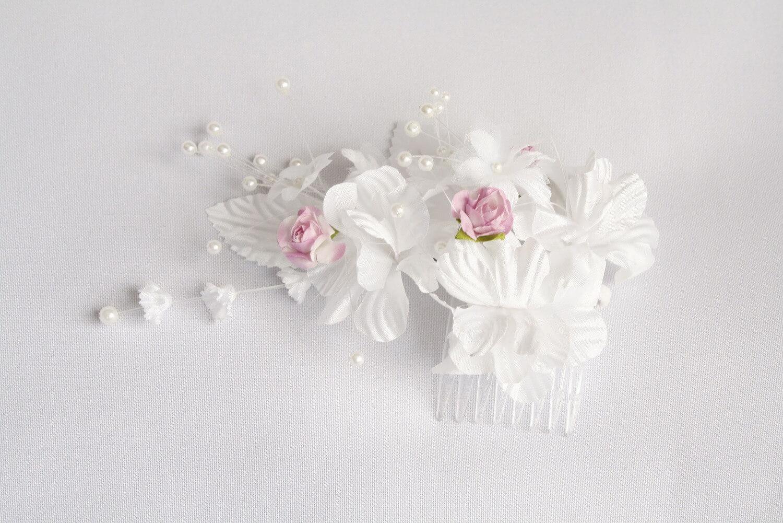 Jak wyczyścić sztuczne białe kwiaty?